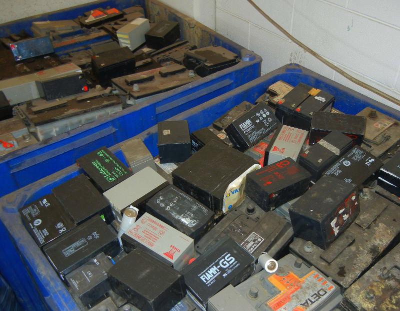 foto-rfiuti-batterie